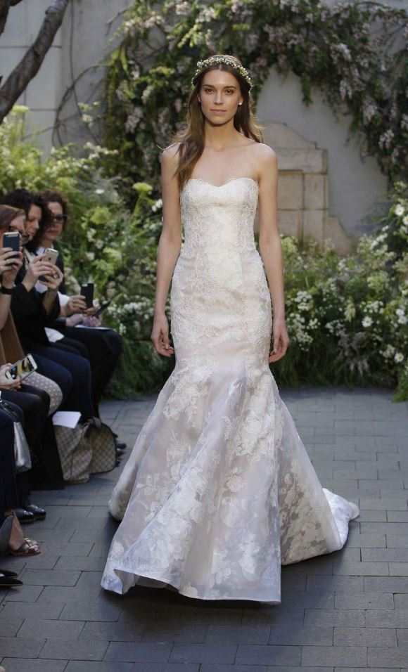 Designer: Monique Lhuillier